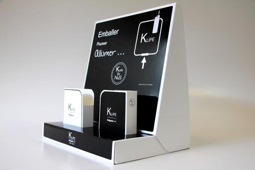 Présentoir en carton compact impression avec vernis mats et brillants