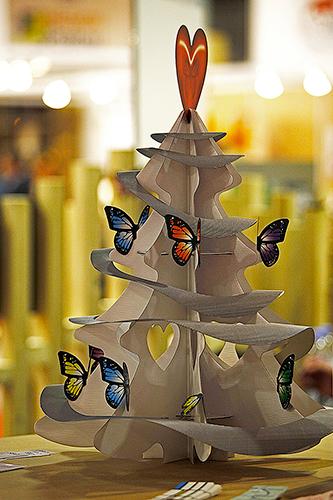 Sapin décoré en carton