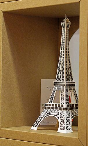 Tour Eiffel en carton